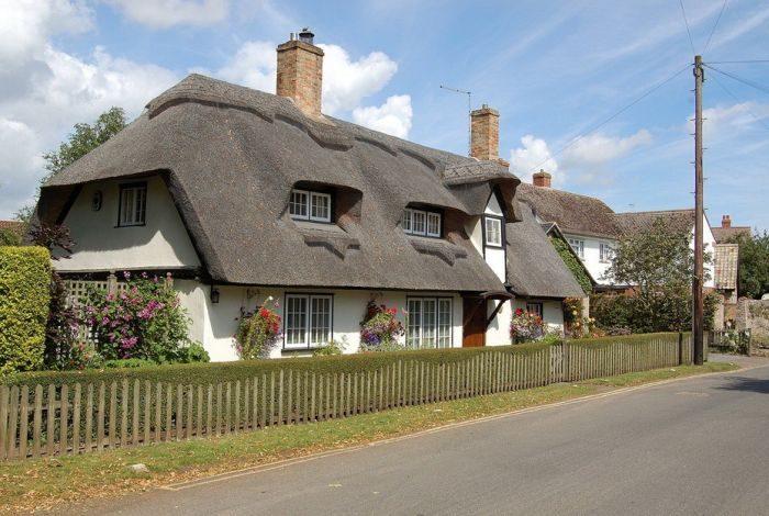 海外の茅葺き屋根 美しいまちなみ 歴史的建造物 童話に出てくるような建物