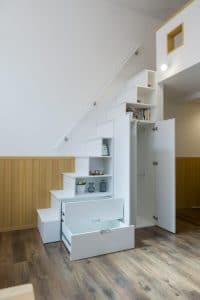 プリマアパートの階段収納