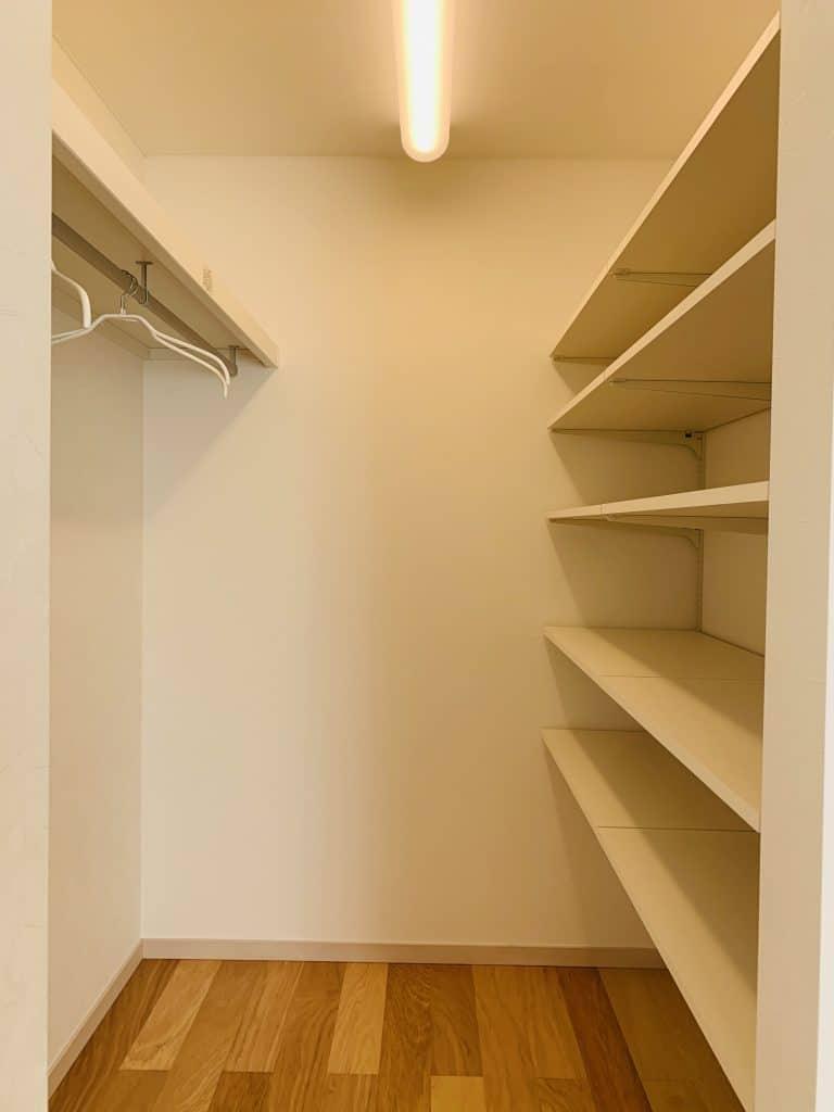 ファミリー向け戸建て賃貸アパート「ラストーリア双柳」のウォークインクローゼットの写真